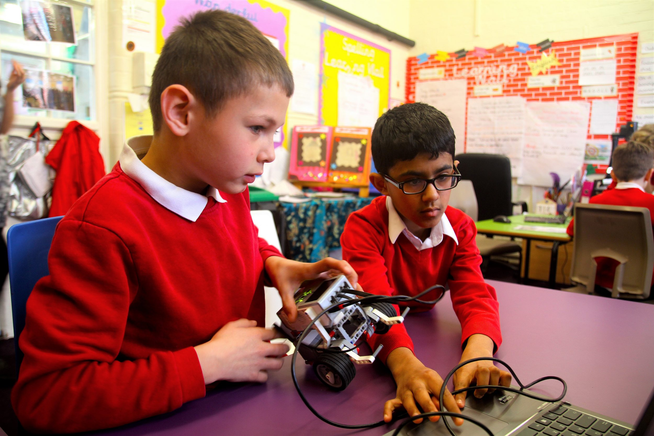 Students with LEGO Mindstorm